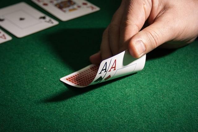 Devez Vous Montrer Vos Cartes au Poker