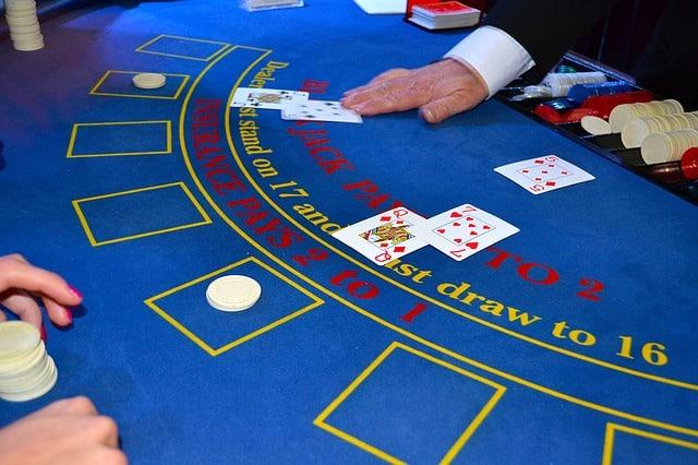 Est-ce Que le Poker Rapporte Plus Que le Blackjack ?