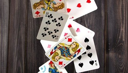 Choisir le Meilleur Mélangeur de Cartes à Jouer