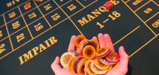 Comment Distribuer les Cartes au Poker en tant que Dealer